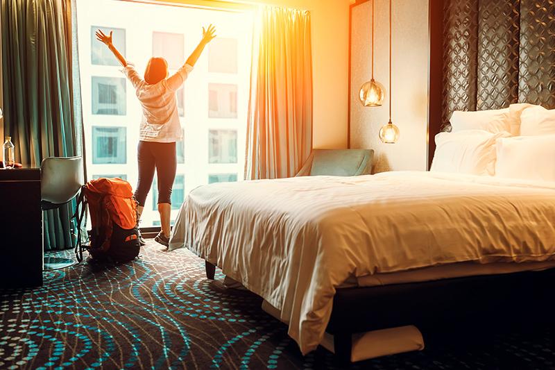 Como escolher um hotel e organizar uma viagem para o exterior - Inglês Falado