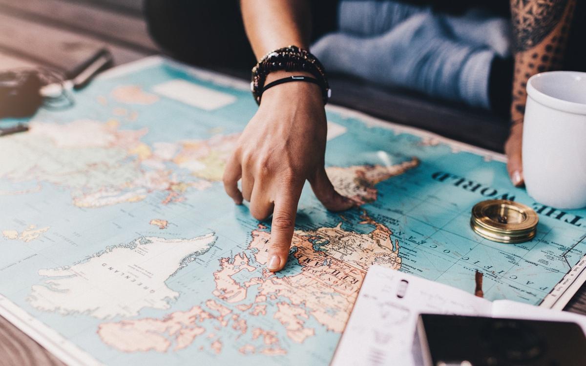 Como organizar uma viagem para o exterior - Inglês Falado