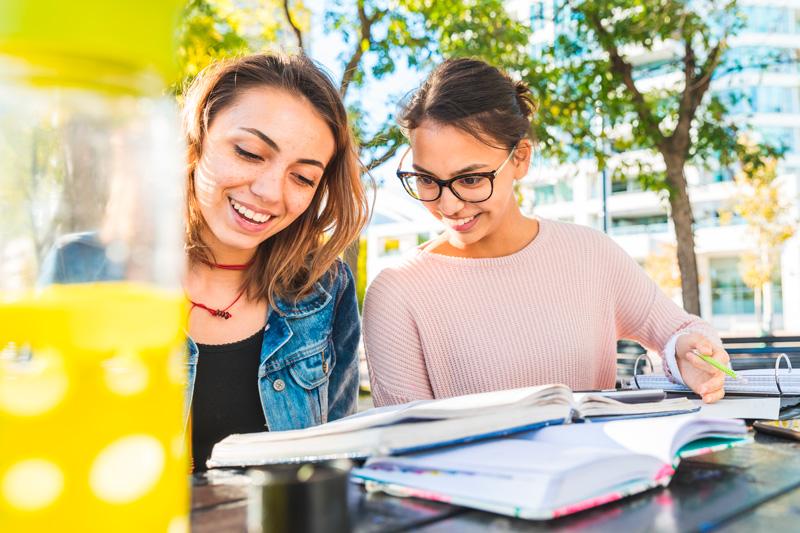 5-coisas-para-saber-antes-de-estudar-no-Canadá---Estudantes---Ingles-Falado
